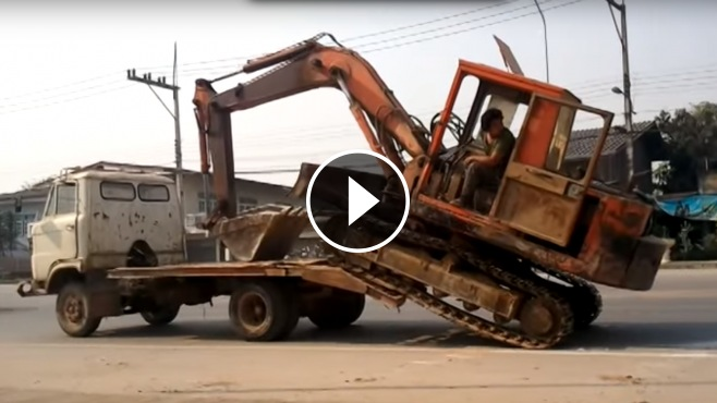 How to Load a Big Excavator On a Small Truck Like a BOSS ...