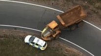 Giant 30 Tonne Dumper Truck Chased by Police Just like in the Movies