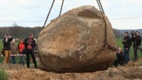 28-Tonne Giant Gneiss Rock Moved By Glaciers 2015