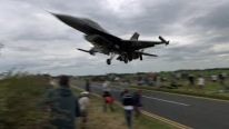 Incredible Moment! F16 Pilot Expertly Skims Over The Heads Of Thrilled Onlookers As He Comes In To Land