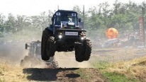 Awesome Event From Russia - Off Road Flying Tractors Racing