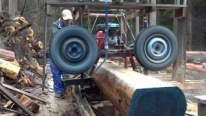 Lumbering With a Homemade Sawmill Tire Using the Axle of the Car