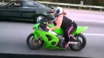 This Crazy Bike Girl Overtakes Every Vehicle In Front Of Her!