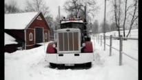 Peterbilt 359 With A Detroit Diesel 8V71 Cold start In The Snow