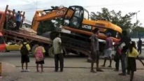 INTERESTING! Loading An Excavator Onto A Truck On Busy Road