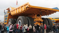 The biggest Dump Truck in the World: Belaz 75710