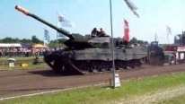 Leopard 2 Tank Pulls 21 Tonnes With Ease!!!