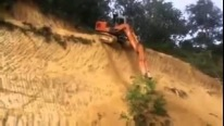 This Excavator Operator Must Have Balls Made up of Steel!