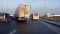 A Sudden Traffic Jam Gives Truck Driver a Way to Show His Super Driving Skills