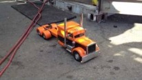 Ultra-Realistic Home-Built R/C Model Peterbilt Truck and Trailer to Have a Barrel of Fun