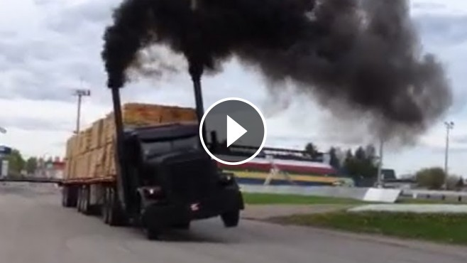The Far Best Moments Of An Exciting Race Peterbilt Semi