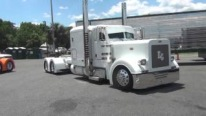 Jaw-Droppingly Cool Custom-Built Peterbilt Trucks Shows Off its Breathtaking Outer Look