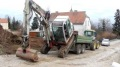 Super Powerful Excavator Loads Itself on a Truck Without Even Using a Ramp!