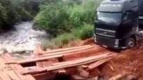 Truck Driver Has Balls Made Up Of Stainless Steel: Incredible Driving Skills