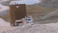 Unbelievably Hard Transportation: Hydraulic Axle Truck Carries 80,000Lbs Steel Tank Over the Hill