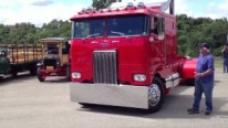 Exclusive Beauty of 8V92 Detroit Powered 1980 Peterbilt is Gonna Please Your Eyes!