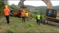 Incredible Footage: Gigantic CAT Excavator Fails to Recover Backhoe So Badly