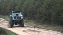1200HP Mud Truck Has a Jaw-Dropping Driving Performance!