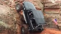 Jeep Wrangler Moves Against Gravity and Climbs on Huge Rock!