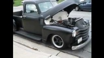 Matte Black 1950 Chevrolet Restomod Sounds Cool Thanks to Its Engine Running Under the Hood