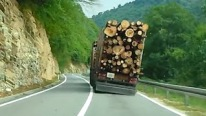 Final Destination 2 Was 'Bout to Happen: Insane Guy Drives a Loaded Logging Truck Dangerously