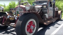 Excellent Mack Truck is Transformed into a Cool Rat Rod