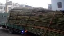 This is How They Unload an Overloaded Truck in Taiwan