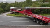 Check Out This Insane Maneuver of Trailer Turning a 189 Foot Long Wind Turbine Over Bridge