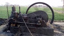Extremely Old Engine from Pakistan Still Runs Perfectly and Draws Water from a Water Well.