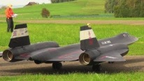 "Tremendous R/C Model SR-71 ""Blackbird"" Aircrafts Floats Up in the Sky"