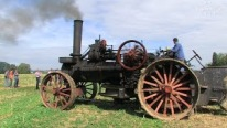 Old Technology Was Gold Technology: Steam Tractor Runs Perfectly on the Field!