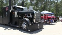 Lawless: Incredible Peterbilt 379 Truck Makes You Forget Laws and Rules