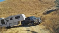 Ford F-350 Powerstroke Pickup Pulls the Mobile Home Like a Boss!