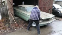 1960 Pontiac Parisienne is a Hidden Treasure Found in a Garage