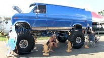 """Chromezilla"": 1979 Ford Ecoline 4x4 Van is the Most Beautiful Art Work You've Seen Lately"