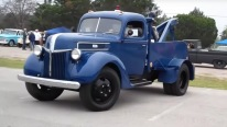 1941 Model 2-ton Ford Tow Truck